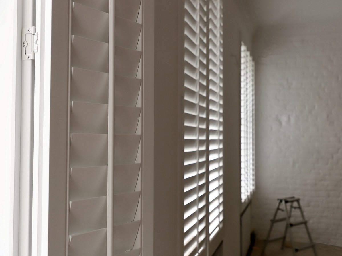 фото шаттерсы деревянные белые 4